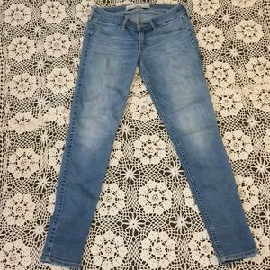 Hollister Jeans Size 1S !